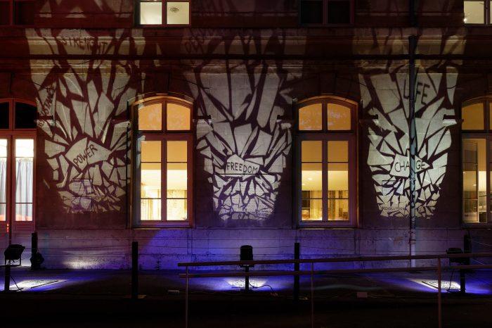 Projections mots et lumière sur façade CHRD Nuit des musées 2016